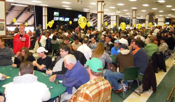 full-room-photo-of-last-years-wsop-super-satellite Added: 05/07/2010 06:53 AM